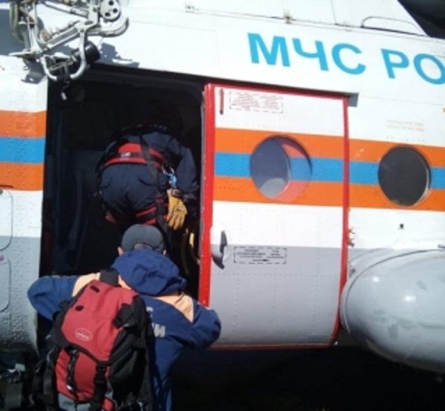 Вертолет со спасателями МЧС вылетел на помощь туристам-биробиджанцам