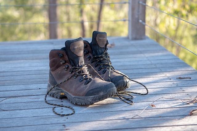 Снял ботинки и попытался скрыться: злоумышленник выдал себя стражам порядка
