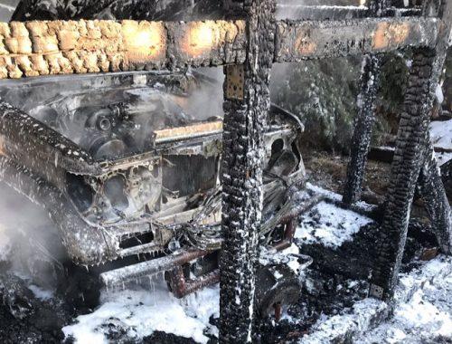 Land Cruiser Prado и мотоцикл Suzuki сгорели в гараже у жителя ЕАО