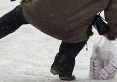 Биробиджанка, поскользнувшаяся на наледи, отсудила у мэрии 300 тысяч рублей
