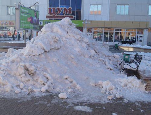 Позорище: центр Биробиджана превратился в снежную свалку