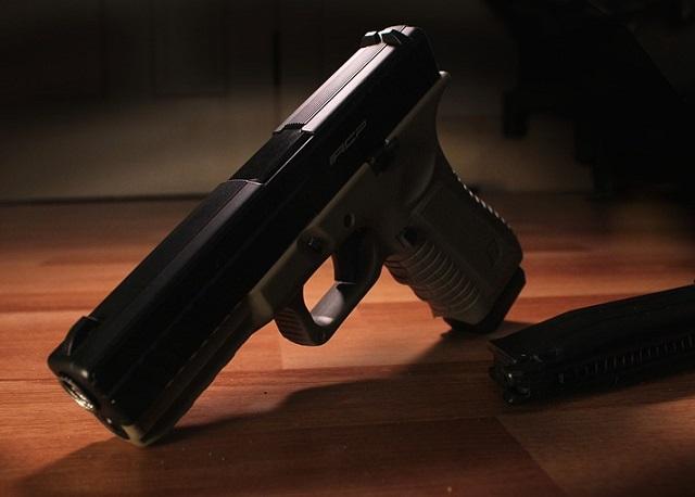 Биробиджанец на почве ревности выстрелил в соперника