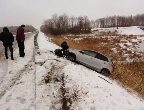 Трем автомобилистам понадобилась помощь спасателей в ЕАО