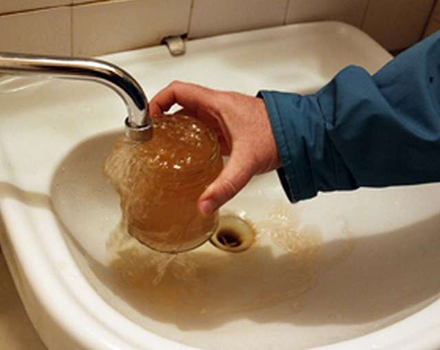Холодная вода в п. Теплоозерск непригодна для использования