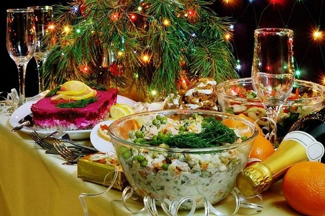Стало известно, сколько россияне потратят на новогодний стол