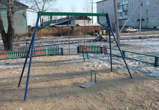 Два миллиона на ветер: новая детская площадка не прослужила и трех месяцев