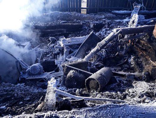 Взрыв газового баллона оставил две семьи без крова