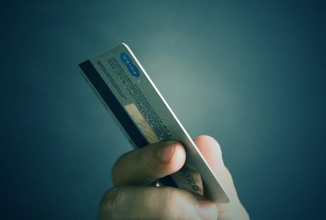 Условным наказанием отделался биробиджанец за шопинг с чужой картой