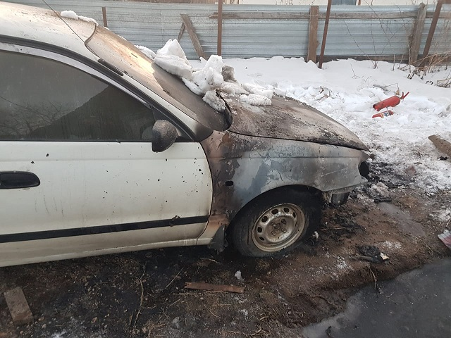 Биробиджанец прогревал автомобиль электроплиткой и спалил двигатель