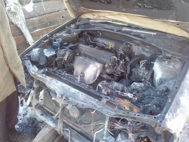 Житель ЕАО спалил мотор и колеса собственного автомобиля