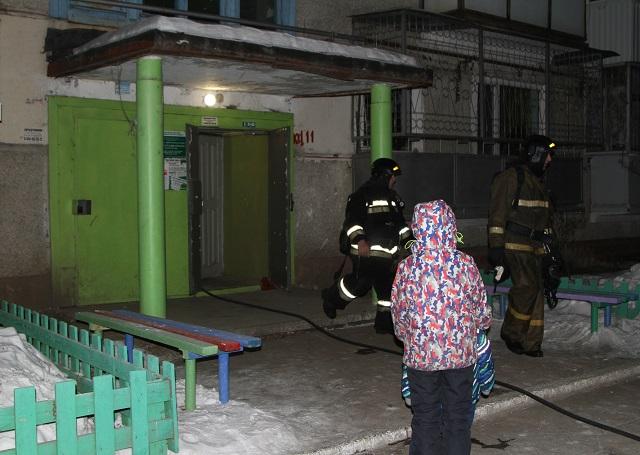 Биробиджанец едва не сгорел в собственной квартире