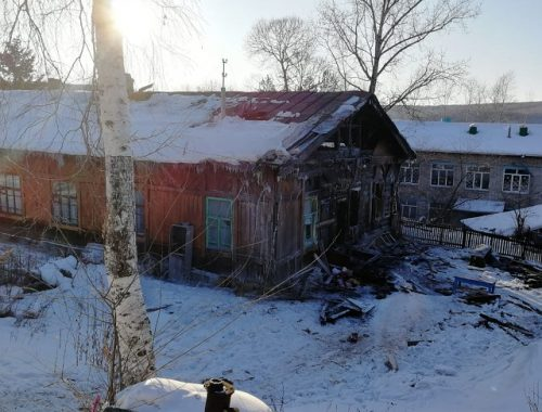 Дом 1916 года постройки удалось спасти пожарным ЕАО