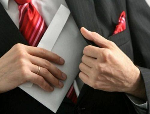 В России разрешили изымать имущество у семей и друзей коррупционеров