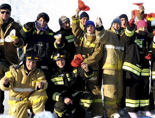 Покататься на коньках в компании пожарных могут биробиджанцы
