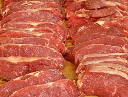 Более 900 кг подозрительного мяса нашли в магазинах ЕАО