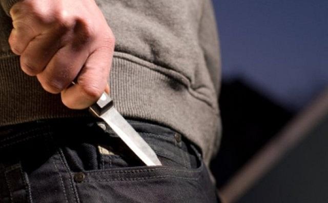 В Биробиджане подросток напал с ножом на прохожего