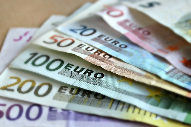 Биробиджанка захотела перевести рубли в евро и лишилась всех сбережений