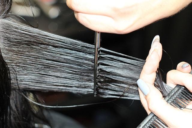 «Добрый цирюльник»: биробиджанские парикмахеры проводят благотворительную акцию