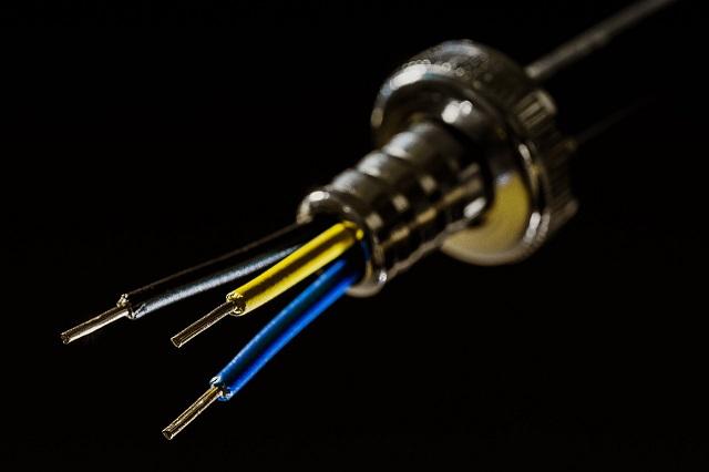 Биробиджанец решил замкнуть провода и угнать чужую машину
