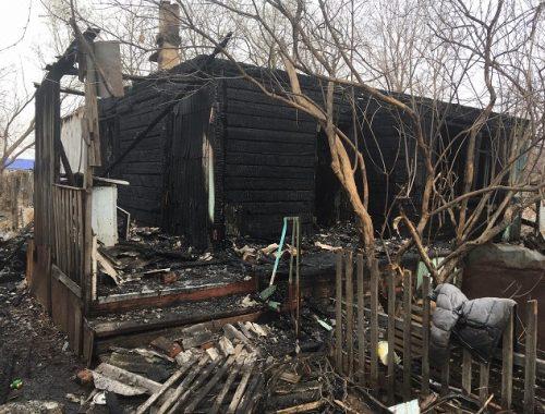 Пламя охватило дом многодетной семьи в ЕАО