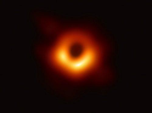 Опубликована первая в мире фотография черной дыры