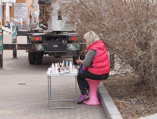 Место торговцев сомнительной клубники облюбовала продавщица косметики