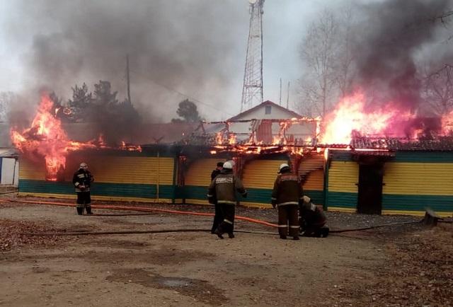 Придорожное кафе сгорело в п. Волочаевка-2