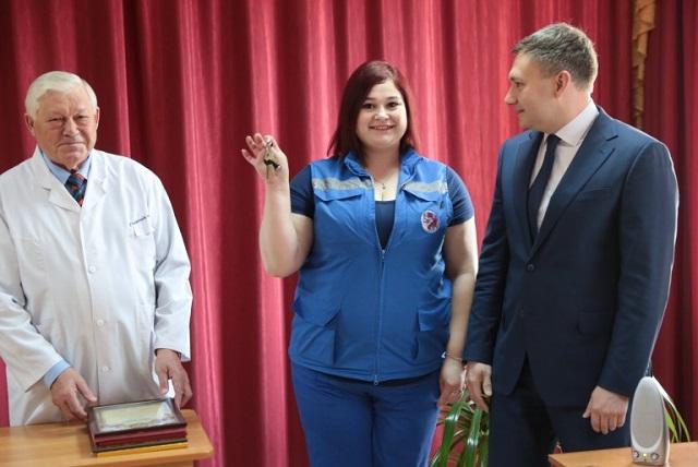 Ключи от служебной квартиры впервые вручили фельдшеру скорой помощи в ЕАО
