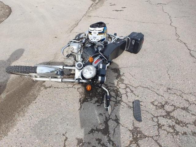 Водитель мопеда угодил под колеса автомобиля в Биробиджане