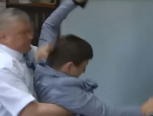Чиновник напал на журналиста после вопроса о непригодных для жилья домах