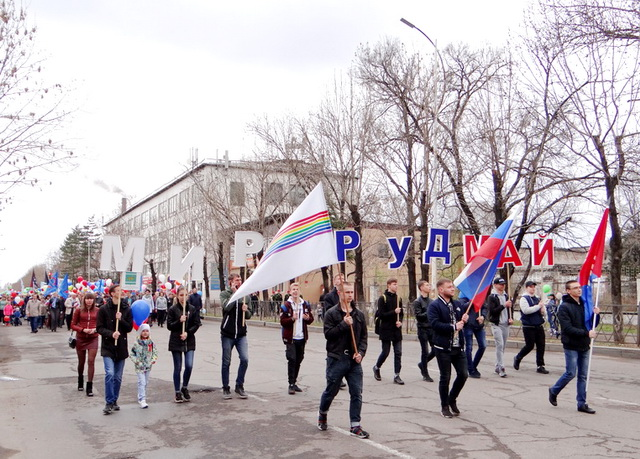 Встречаем Первомай: тысячи жителей ЕАО приняли участие в праздничном шествии