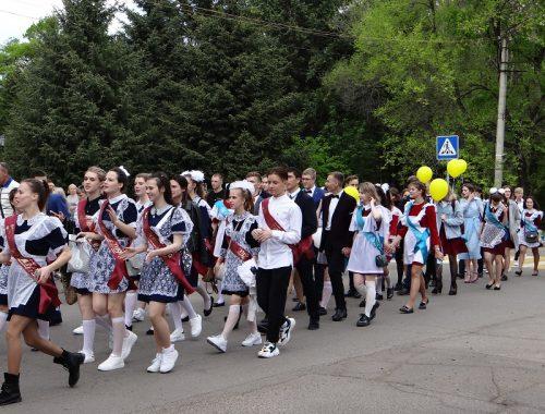 Парад выпускников-2019 прошел по улицам Биробиджана