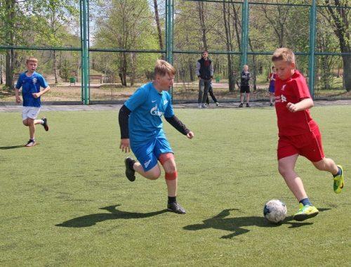«Победный» турнир в Биробиджане собрал восемь футбольных команд