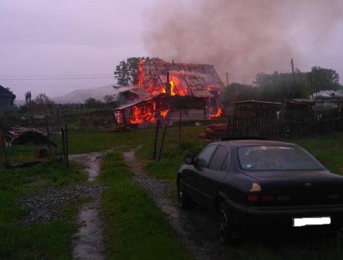 Вместо звонка в МЧС житель ЕАО решил снять горящий дом на видео