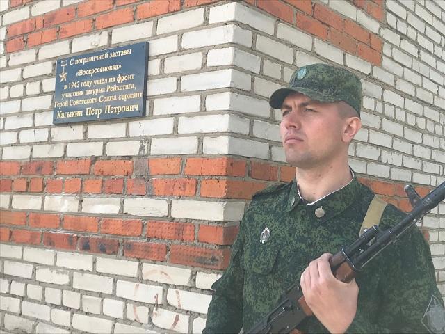 В ЕАО увековечили память солдата, водрузившего Знамя Победы над рейхстагом