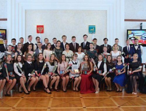 Число выпускников — золотых медалистов увеличилось в ЕАО