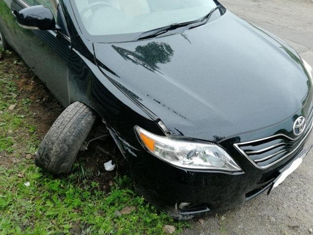 Водитель наехал на столб ЛЭП из-за плохого самочувствия в Биробиджане