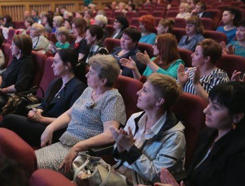 Медицинских работников ЕАО поздравили с профессиональным праздником