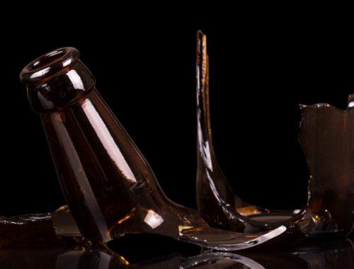 Незнакомка стеклянной бутылкой разбила голову биробиджанке