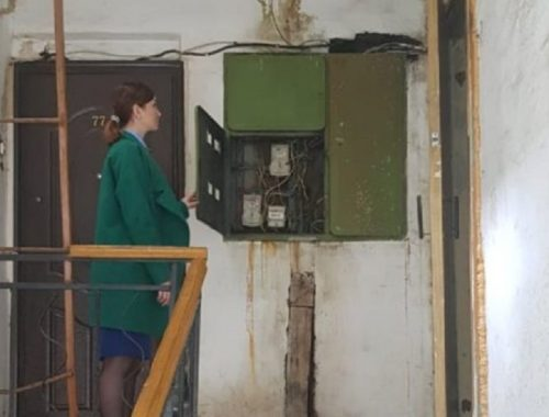 Вода течет на электропровода: жители дома в ЕАО боятся за свою жизнь