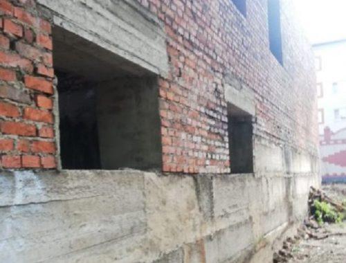 Долгострой в центре Биробиджана прокуратура признала опасным