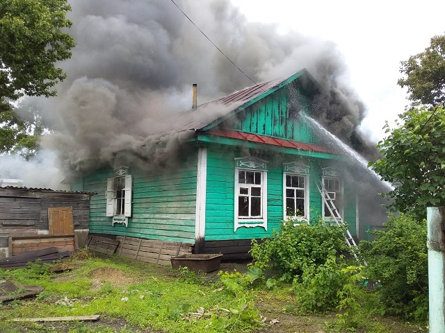 В ЕАО вспыхнул дом: погибла хозяйка жилища