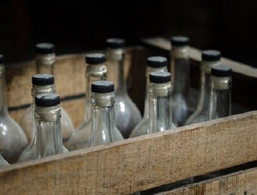 Крайне неудачно продал бутылку самогона житель ЕАО