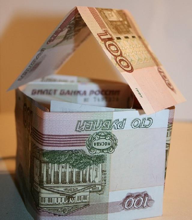 Лакированные 100-рублевые купюры выпустят в массовое обращение