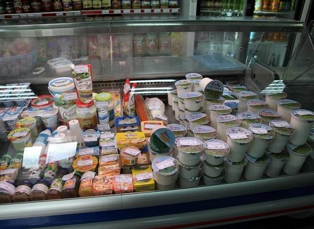 Продавец молока в Биробиджане ответит за грязный холодильник