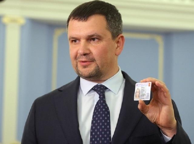 Власти показали образец российского электронного паспорта