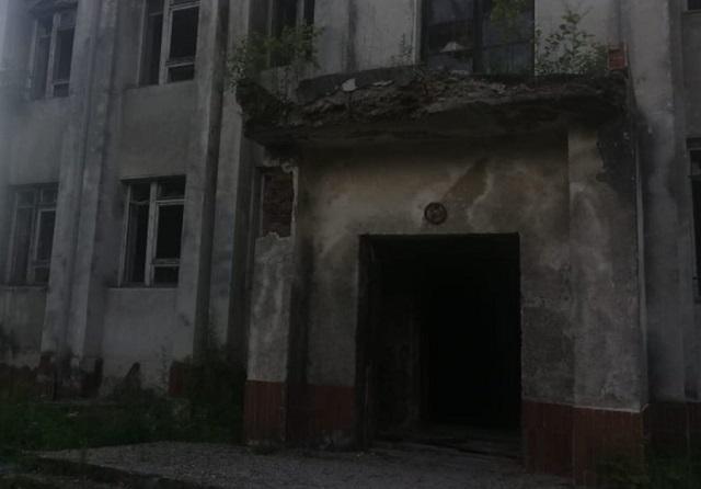 Бывший «Дом офицеров» в Биробиджане потребовали оградить от посторонних
