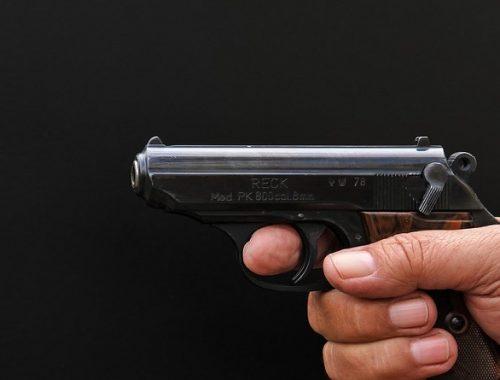 Угрожая пистолетом, требовал бесплатный ужин биробиджанец