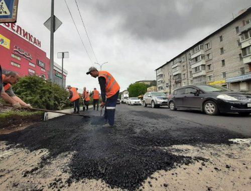 Хорошая погода позволила возобновить ремонт дорог в Биробиджане