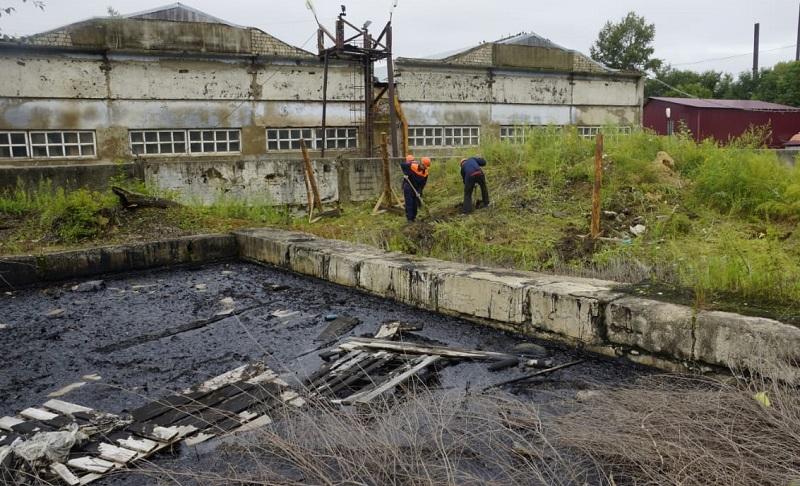 Битумные ямы начали огораживать в Биробиджане
